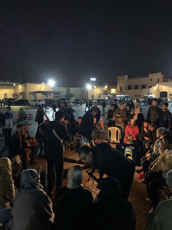 Plaza de Jamaa el Fna - Grupo cantando